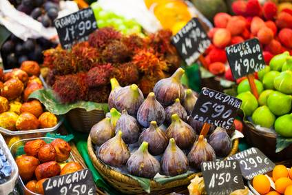 Colourful fruit, figs, market stalls
