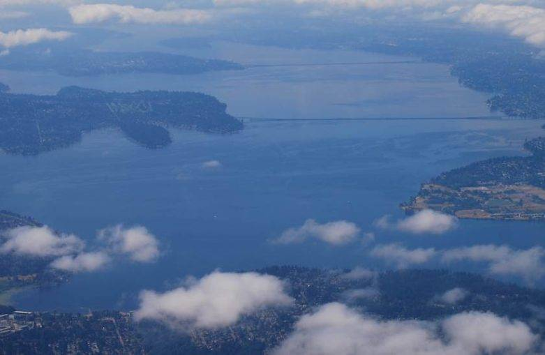 Lake Washington, taken from the air, photo by flickr user longitudelatitude, used under a creative commons license