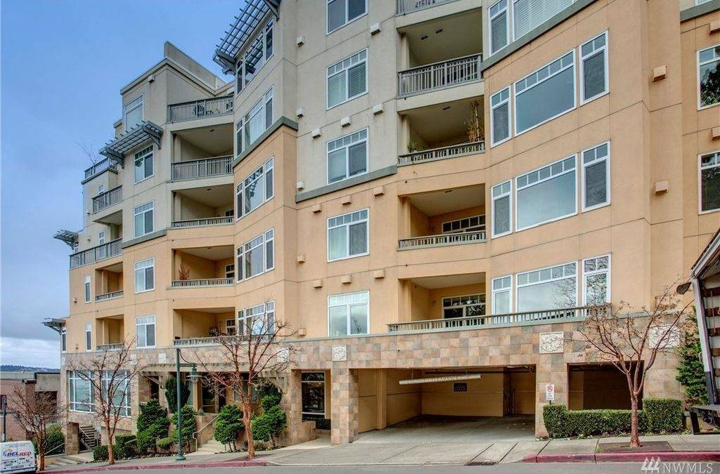 Immaculate 2 Bedroom 1 75 Bath Condo With Views Of Lake Washington In Downtown