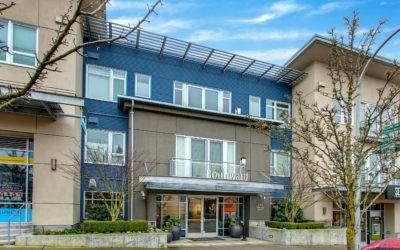 Top Floor, Corner Condo in Downtown Kirkland