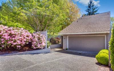 Downtown Bellevue Home With 3 bedrooms, and Vaulted Ceilings