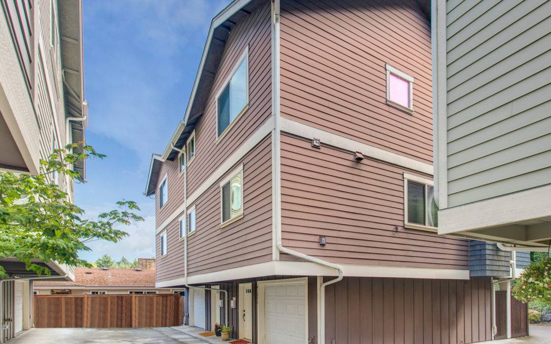 3 Bedroom Home in West Seattle, with a Private Setting Close to Endolyne Joes