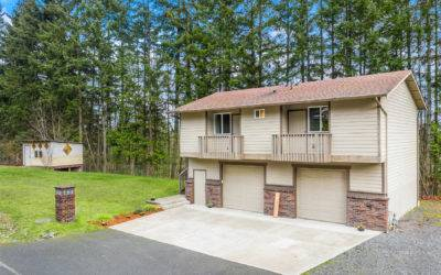 Remodeled 2 Bedroom Home on a Large Lot in Bothell