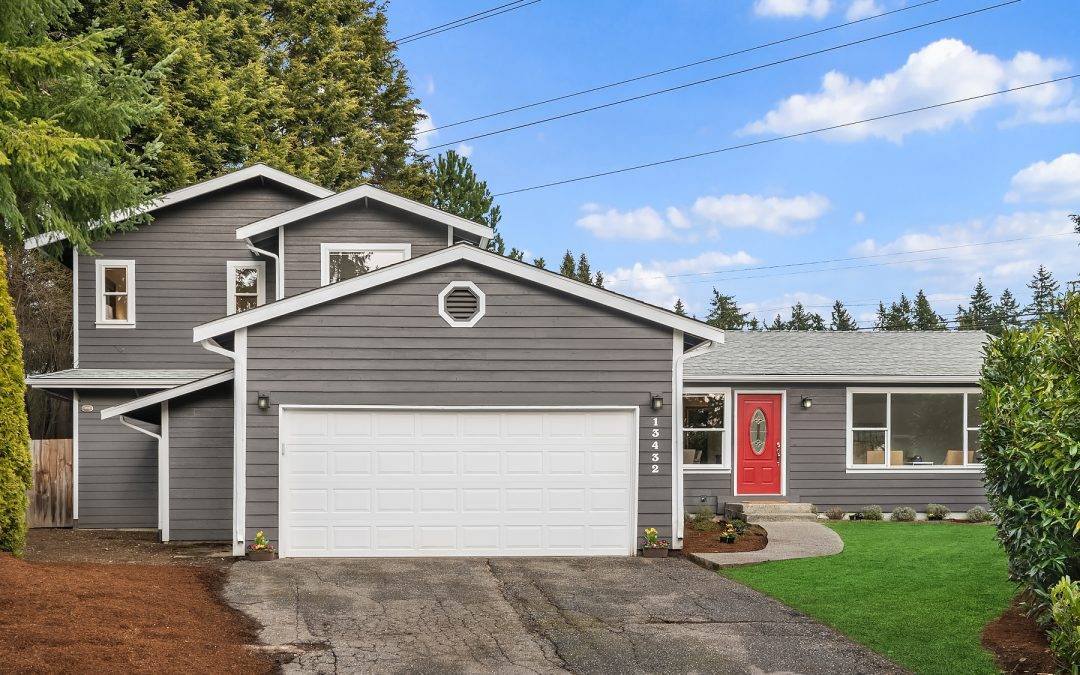 Beautiful 3 bedroom 2 bath Home On Large Lot, Kirkland